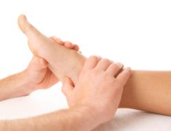 trattamento osteopatico caviglia piede